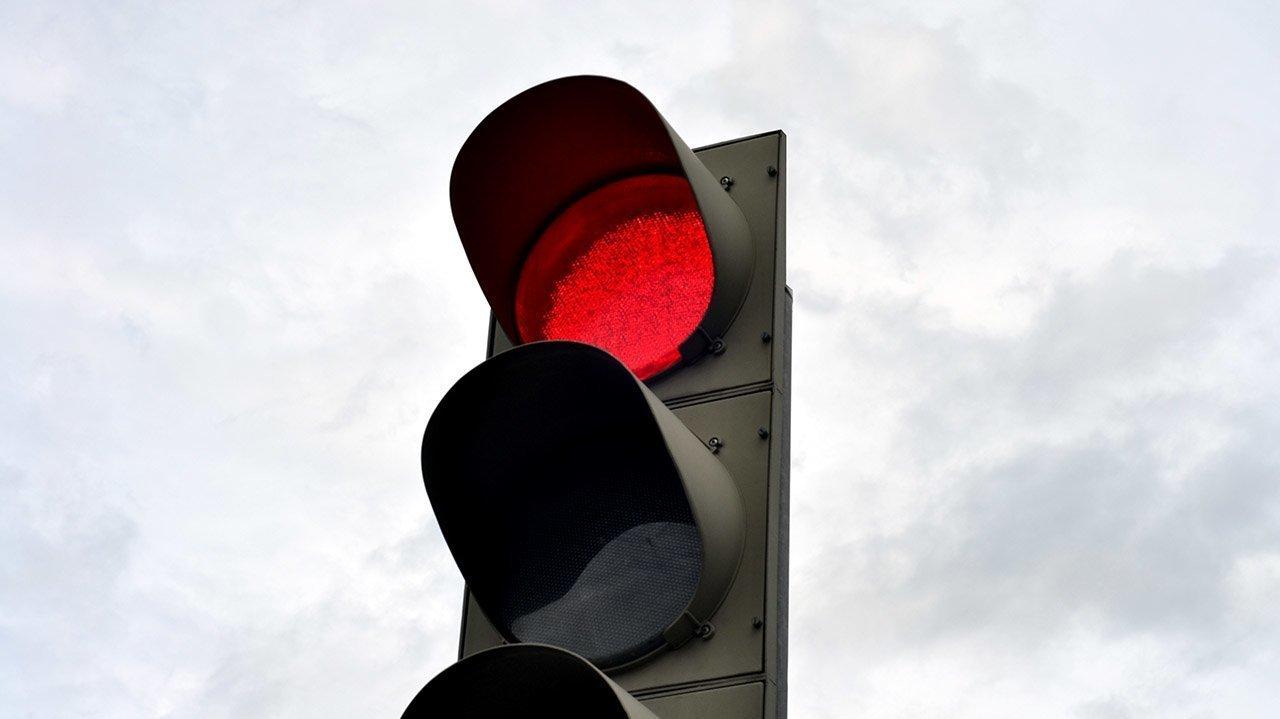 Штрафы ГИБДД | Каков штраф за проезд на красный свет светофора